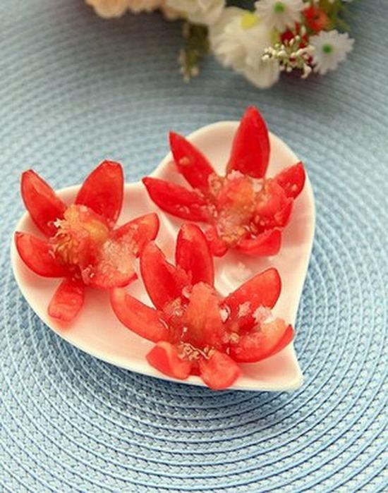 Tỉa cà chua thành hoa sen