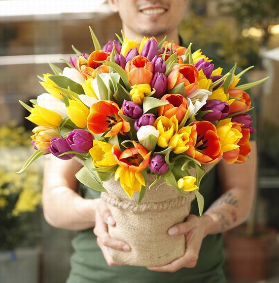 cắm hoa tulip tặng mẹ