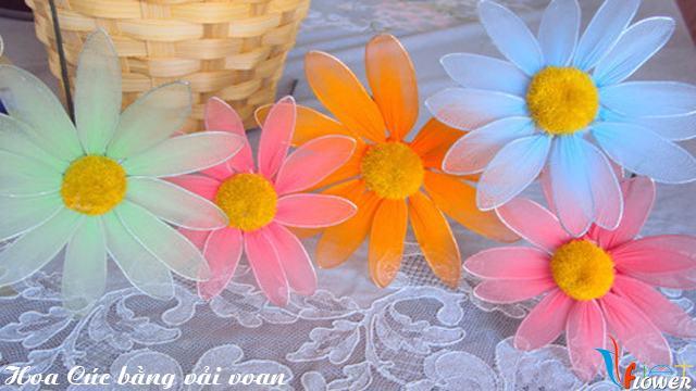 Làm hoa cúc nhiều màu bằng vải voan - bước 4