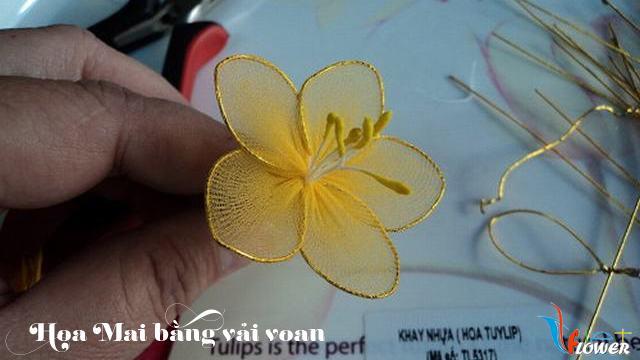 Làm hoa mai bằng vải voan - bước 7