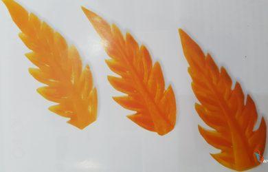 Tỉa lá vàng từ cà rốt