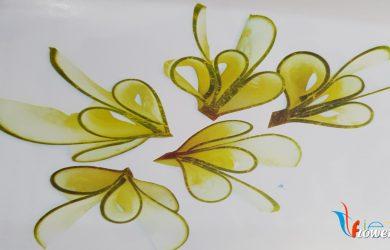 Tỉa hoa từ dưa leo
